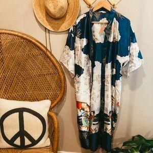 Vintage authentic Chinese kimono / silk robe. Boho